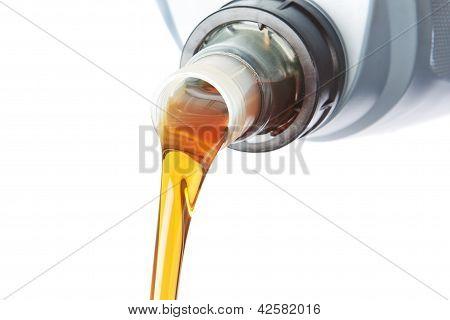 Derramado óleo Industrial. Sobre um fundo branco.