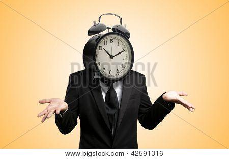 Hombre de empresario con cabeza de reloj