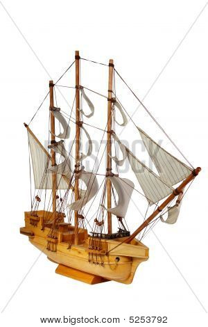 Modell der Schiff mit Segeln auf weißem Hintergrund