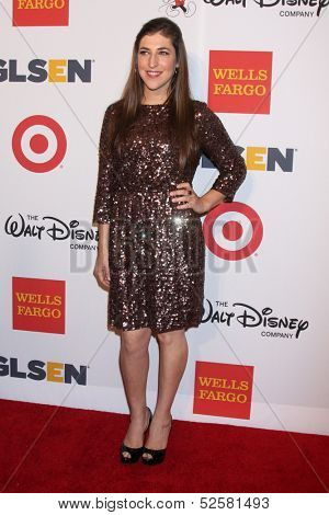 LOS ANGELES - OCT 18:  Mayim Bialik at the 2013 GLSEN Awards at Beverly Hills Hotel on October 18, 2013 in Beverly Hills, CA