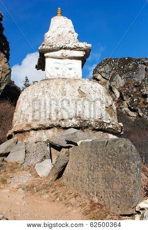 Stupa On The Way To Everest Base Camp - Nepal