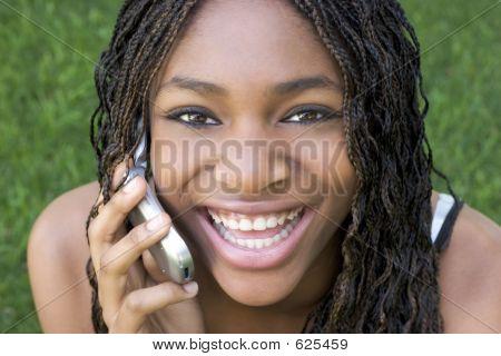 Rindo menina telefone