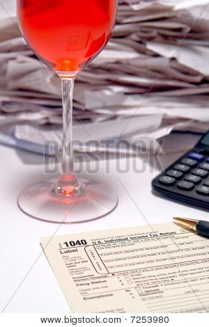 Formulário do serviço de receita interna americana 1040 no tempo do imposto