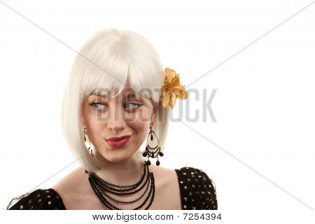 Retro mujer con pelo blanco