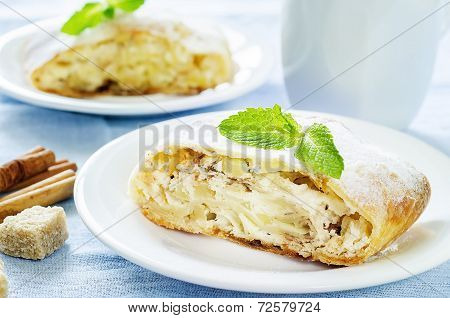 Apple Strudel With Cream Cheese