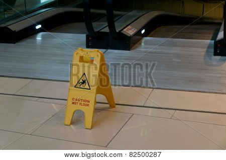 Warning sign slippery