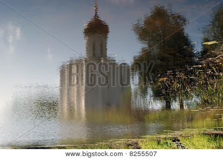 Temple Pokrova-na-Nerli