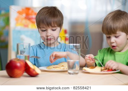 kids eating healthy food at home