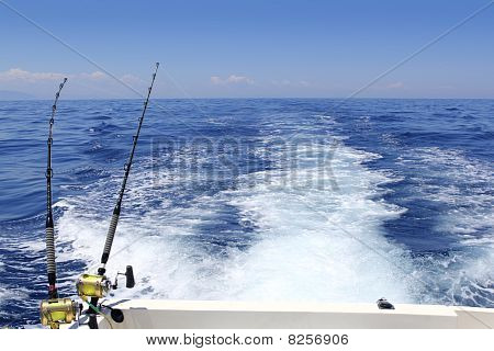 Blue Sea Fishing Sunny Day Trolling Rod Reels Wake