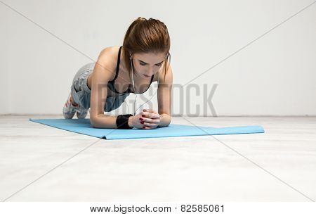 Portrait of a young woman working out on the yoga mat