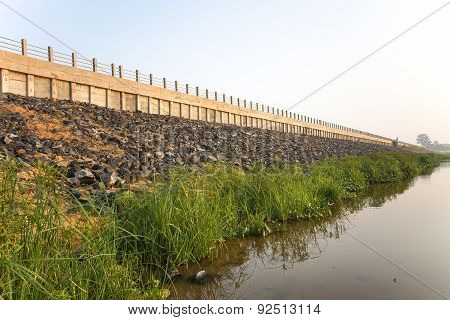 The construction of the riverbank to prevent riverbank collapse / riverbank collapse prevention