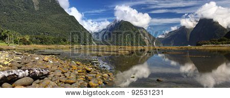 Milford Sound (Fjordland, New Zealand)