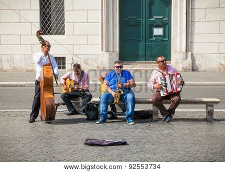ROME, ITALY - SEP 20, 2014: Street musicians playing at the Piazza Navona on Sep 20. 2014. Rome, italy. Piazza Navona is one of the main tourist attractions of Rome.
