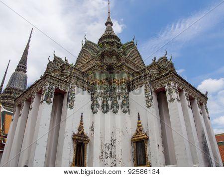 Large Vihara in Wat Pho (Wat Phra Chetuphon), Bangkok, Thailand.