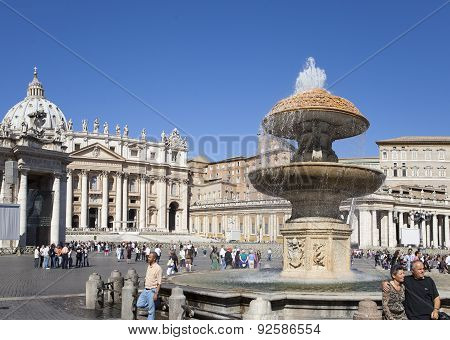 VATICAN- SEPTEMBER 20: A crowd of tourists visit square before St. Peter's Cathedral Rome Italy on S