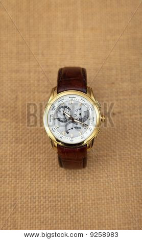 Contemporary men's luxury wrist watch