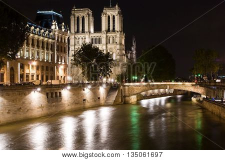 Notre Dame Cathedral by nigth in Paris