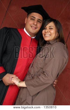 Mit seinem Partner glücklich Graduate