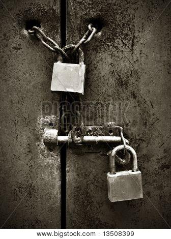 cerraduras de puerta de metal oxidada