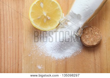 baking soda with lemon on the wooden background