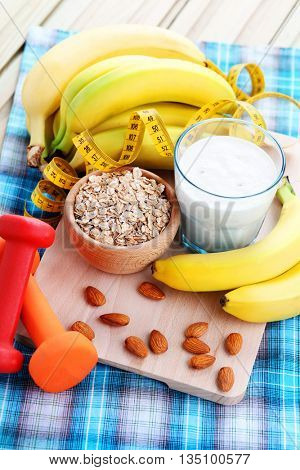 healthy banana cocktail with oats and almonds - diet and breakfast