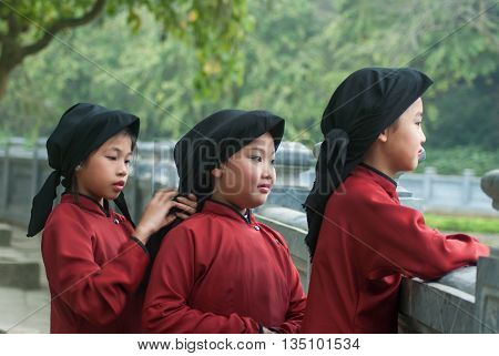 PHU THO, Vietnam, March 20, 2016 Children's groups, rural areas Phu Tho him, wearing traditional costumes, the village festival