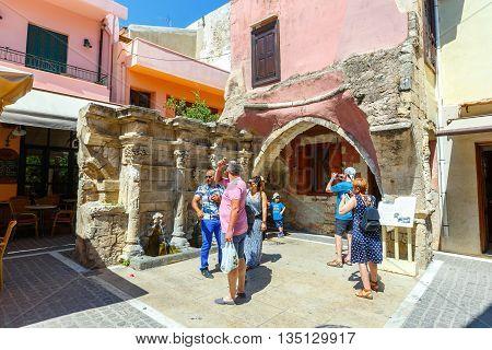 Rethymno, Crete - 27 Maj, 2016 : Unidentified People Visit Historical Centre Of Rethymno City On Cre