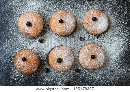 Muffins with black currant sprinkled with powdered sugar.
