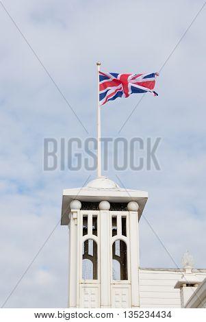 british flag waving on top of the brighton pier