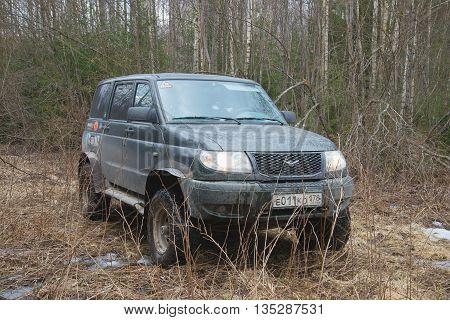 LENINGRAD REGION, RUSSIA - APRIL 11, 2014: UAZ-Patriot stuck in the mud, in woods, april