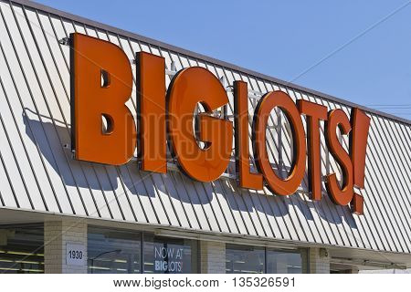 Indianapolis - Circa June 2016: Big Lots Retail Discount Location. Big Lots is a Discount Chain Selling Food Furniture and Housewares II