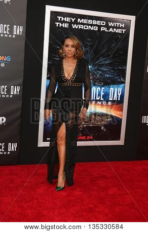 LOS ANGELES - JUN 20:  Vivica A. Fox at the Independence Day: Resurgence LA Premiere at the TCL Chinese Theater IMAX on June 20, 2016 in Los Angeles, CA