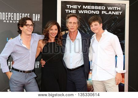 LOS ANGELES - JUN 20:  Sam Fichtner, Kymberly Kalil, William Fichtner, Vangel Fichtner at the Independence Day: Resurgence LA Premiere at the Chinese Theater IMAX on June 20, 2016 in Los Angeles, CA