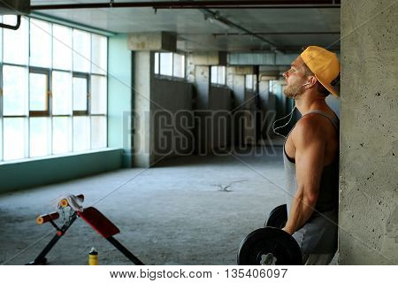 Guy in the baseball cap in the gym