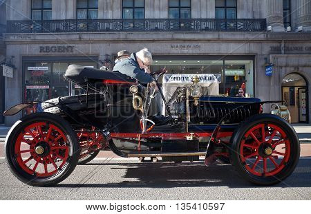 LONDON - NOVEMBER 3: One of the many veteran motorcars due to take part in the annual London to Brighton race enters Regents street very early in the morning on November 3, 2012 in London.