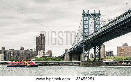 Manhattan Bridge And Citysightseeing Skyline Cruise Boat