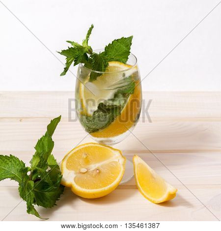refreshing non-alcoholic drink with lemon and mint