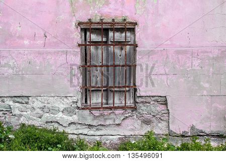 Old cracked wall with a old windows