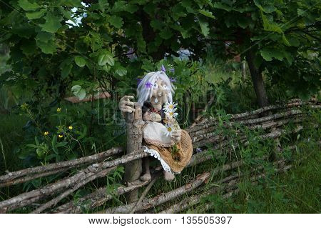 Baba yaga , linked from threads using the hook. On a walk around the wicker fence from twigs