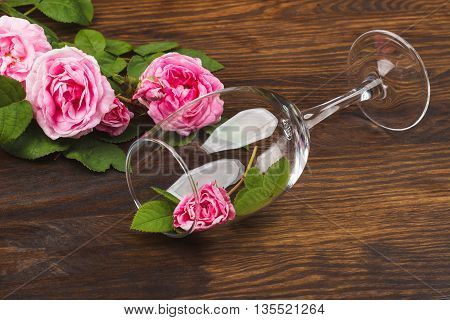 Wineglass With Decorative Light Pink Roses