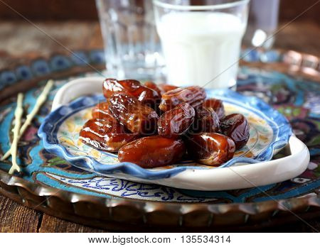 Ramadan: ripe dates and fermented milk drink
