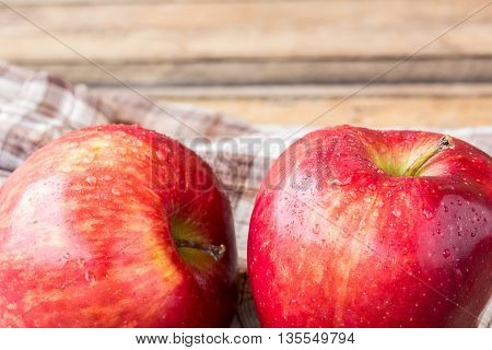Close up fresh red apple on wooden table. red apple for good healthy eating and diet for your health. healthy concept