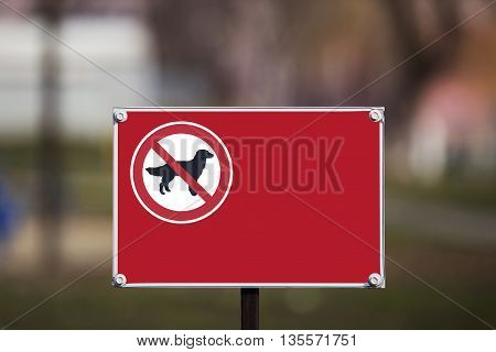 the sign prohibiting walking dogs in a park