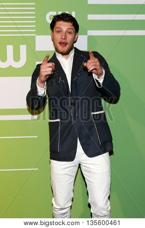 NEW YORK, NY - MAY 14: Actor Brett Dier attends the 2015 CW Network Upfront Presentation at the London Hotel on May 14, 2015 in New York City.