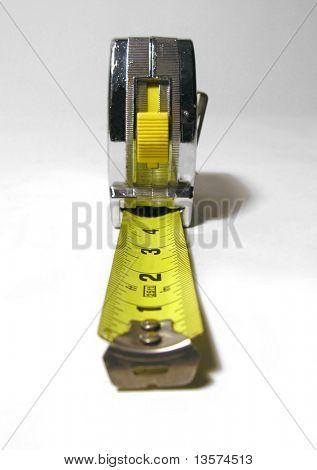 Una foto de una cinta métrica