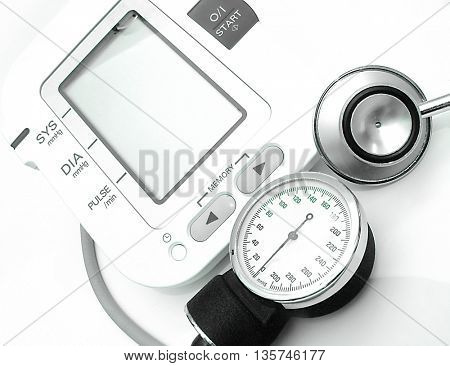 Blood pressure device-new technology and stethoscope