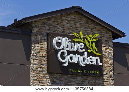 Indianapolis - Circa June 2016: Olive Garden Italian Restaurant. Olive Garden is a Division of Darden Restaurants I