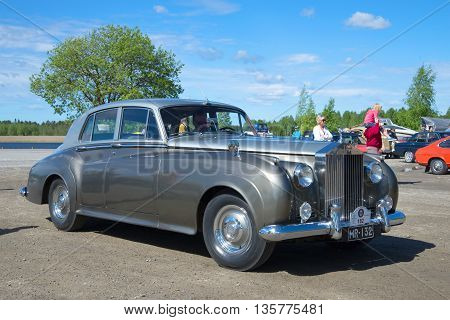 KERIMYAKI, FINLAND - JUNE 06, 2015: The car Rolls-Royce Phantom V - the participant of parade of vintage cars in Kerimyaki