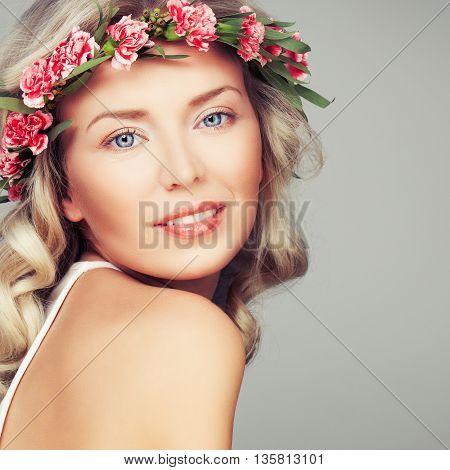 Gorgeous Blonde Fashion Mode. Blonde Woman on gray