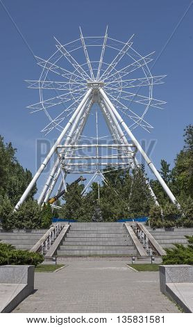 Construction of the Ferris wheel 65 meters in Rostov-on-Don